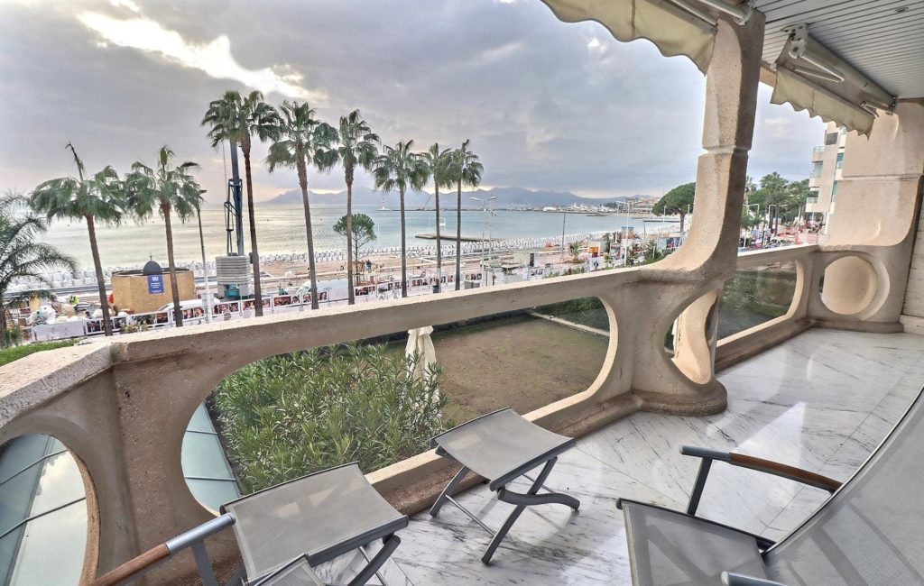 terrace of apartment in cannes croisette with beach view