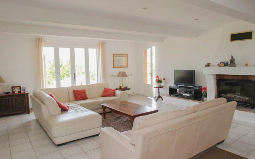 Moderne villa med panoramautsikt til salgs – Montauroux