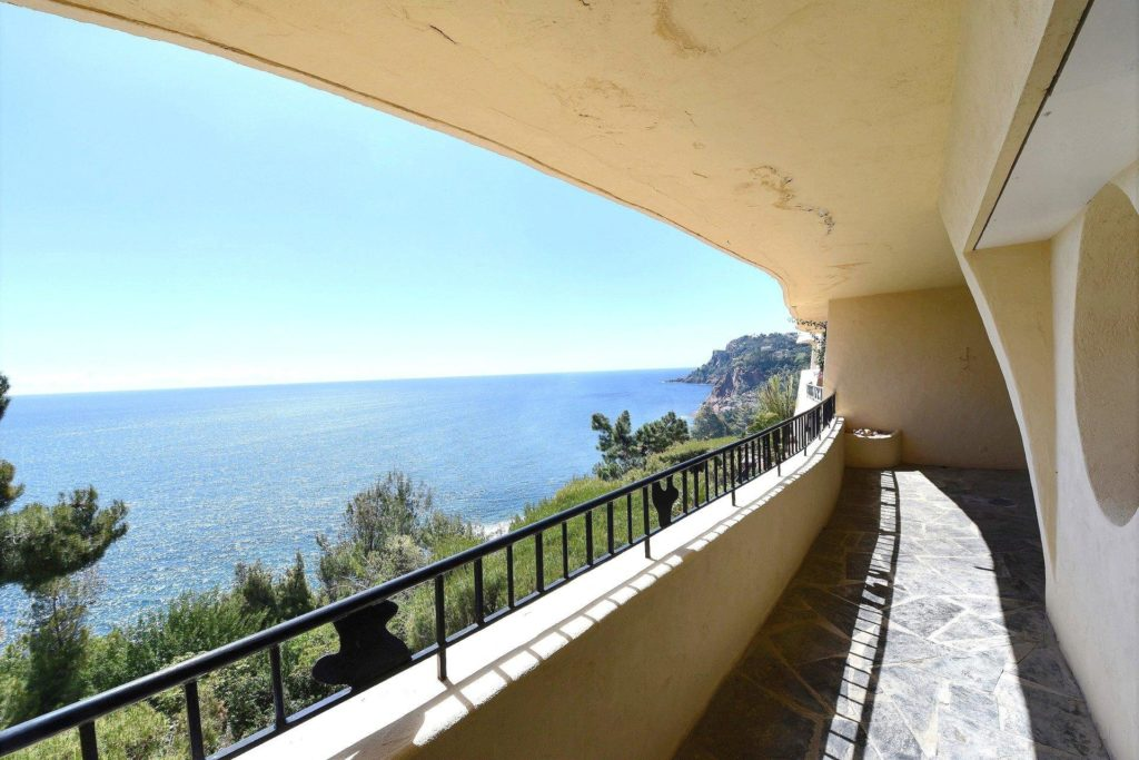 terrace of apartment for sale in south france with full sea view