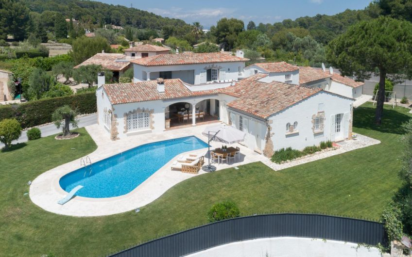 Stunning villa with sea and mountain view, tennis court and pool – Mougins