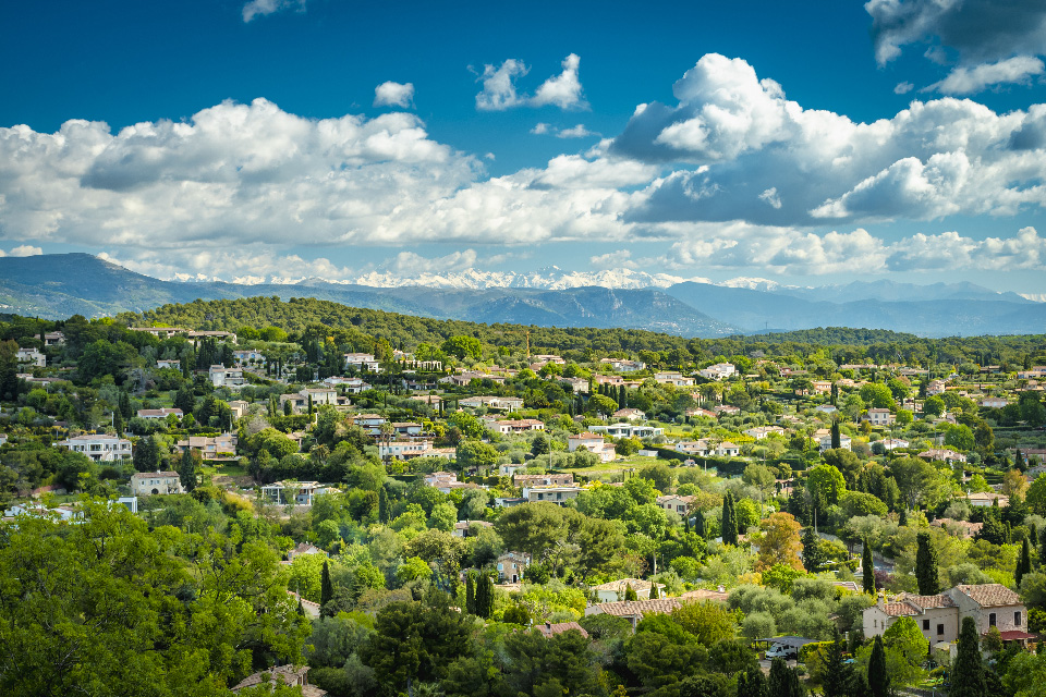 Mougins hillside property for sale