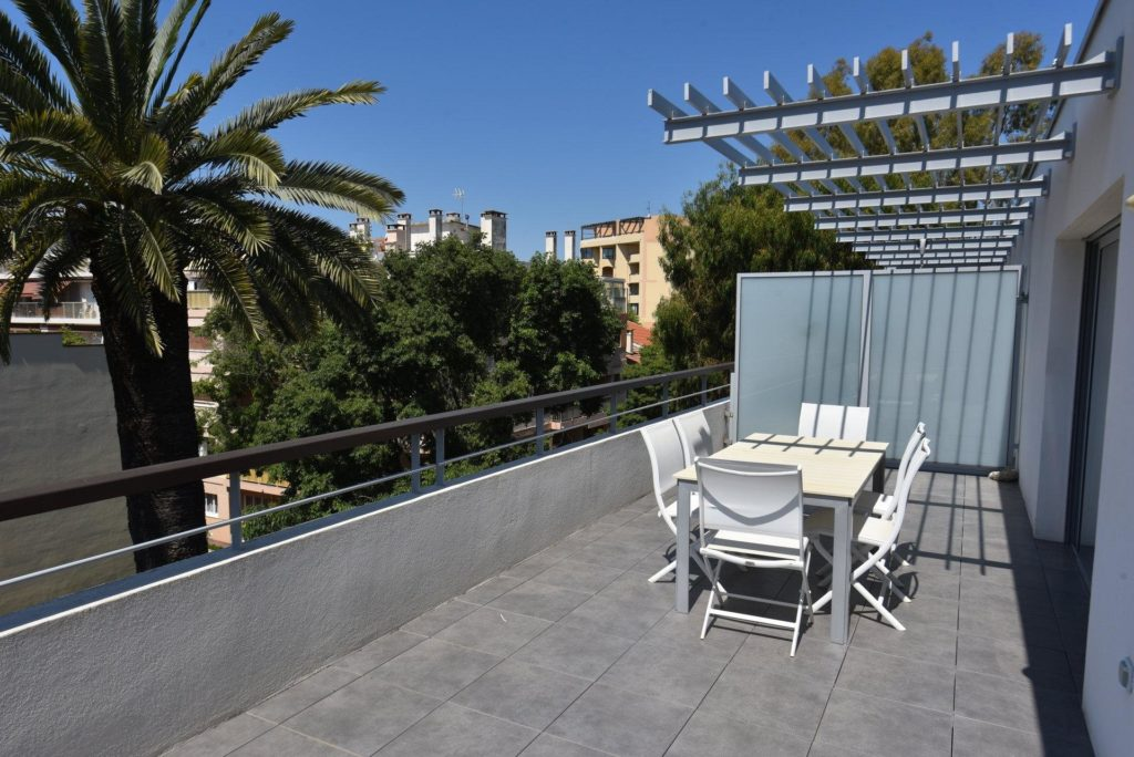 top floor apartment in south france