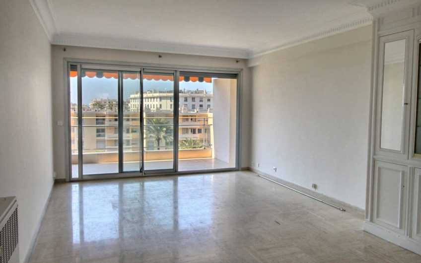 Beautiful three room apartment with lateral sea view – Cannes