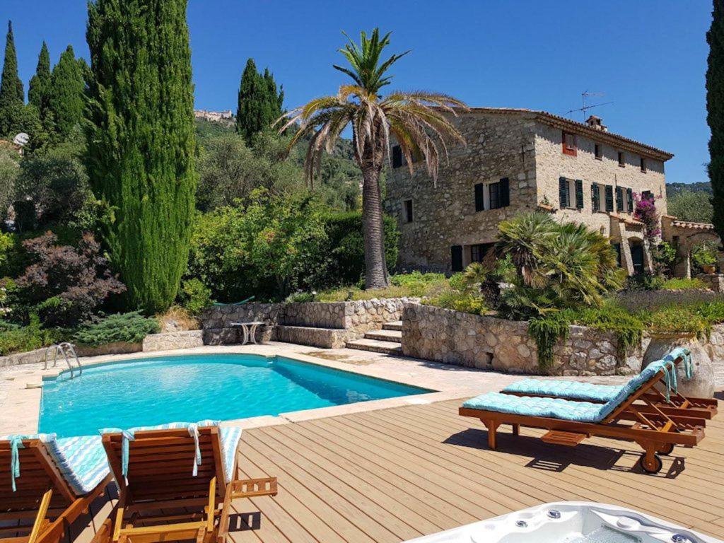 holiday villa with pool in cannes