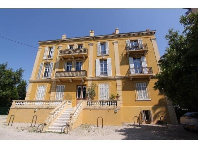 Large 3/4 room Bourgeois with terrace walking distance city center – Cannes