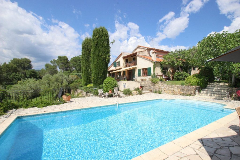holiday home in south france with pool