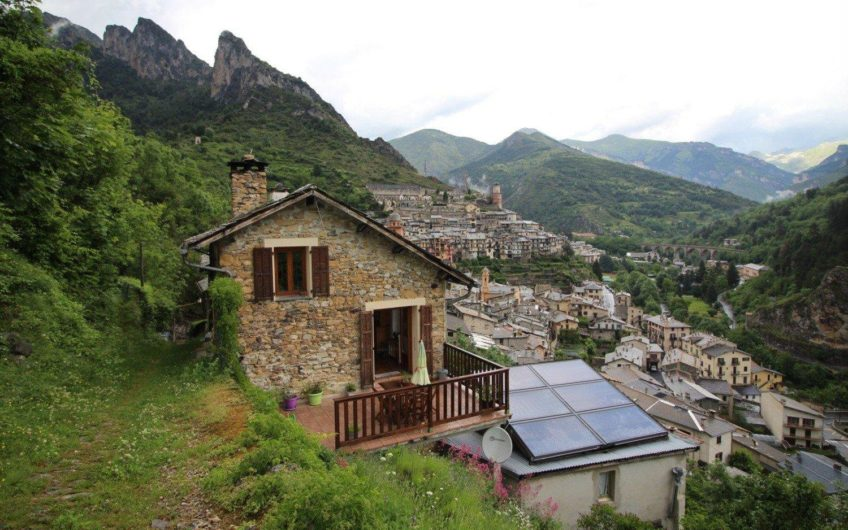 Large property with panoramic view – Tende