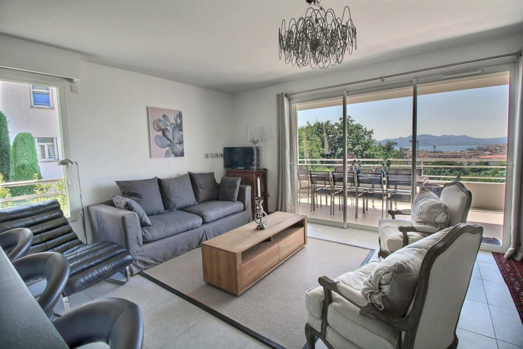 living room with sliding door to terrace with large open view over the city