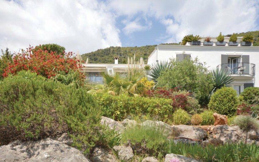 Splendide villa d'architecte avec vue panoramique sur la mer et les montagnes – Gattières
