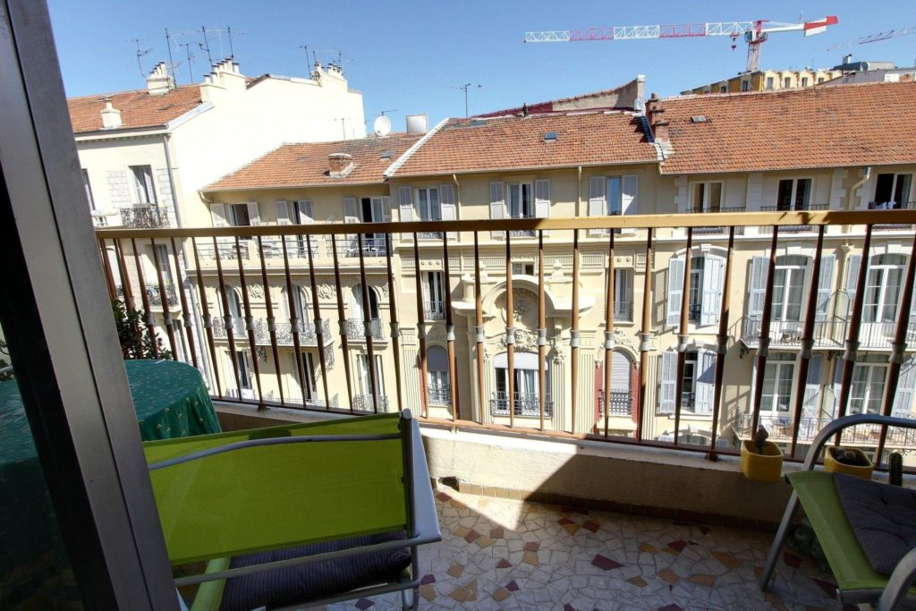 terrace of apartment in nice with view of surrounding buildings