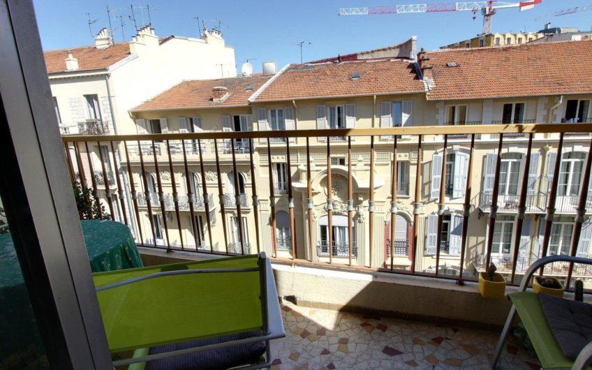 Beau studio avec balcon – Nice Musiciens