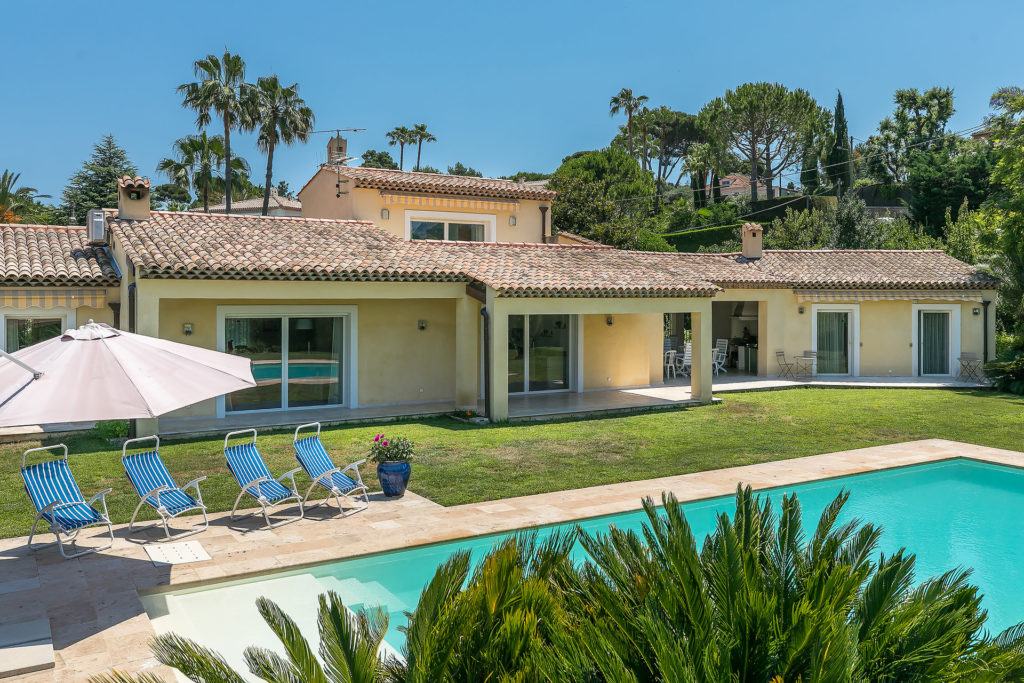 villa with a pool in antibes