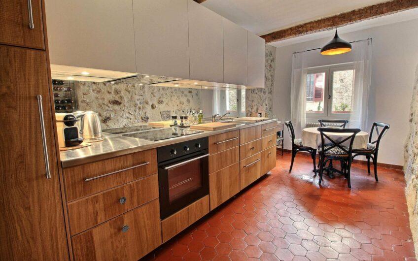 Appartement dans maison de village avec vue – Seillans