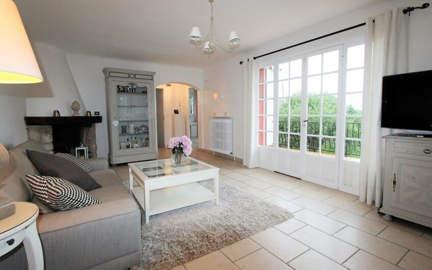Beautiful renovated house with flat garden and pool – Roquefort les Pins