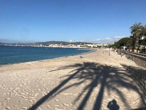 Beau trois pièces avec vue mer latérale – Cannes