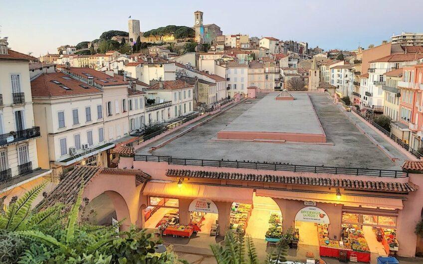 Superbe 3P face au marché avec vue latérale port – Cannes Forville