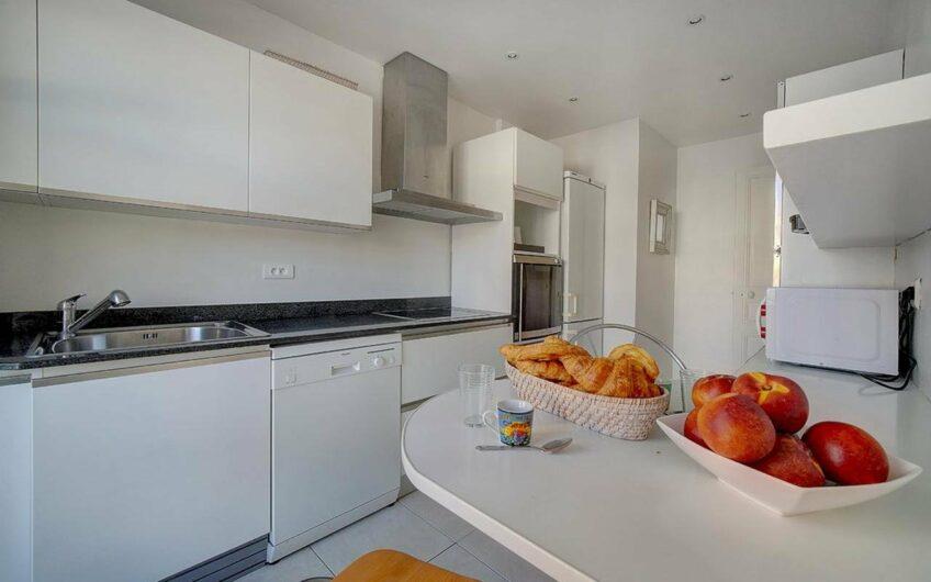 Superbe appartement bourgeois avec balcons – Cannes Centre-ville