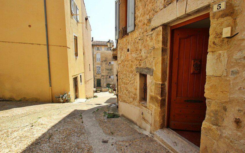 Jolie maison de village avec terrasse – Callian