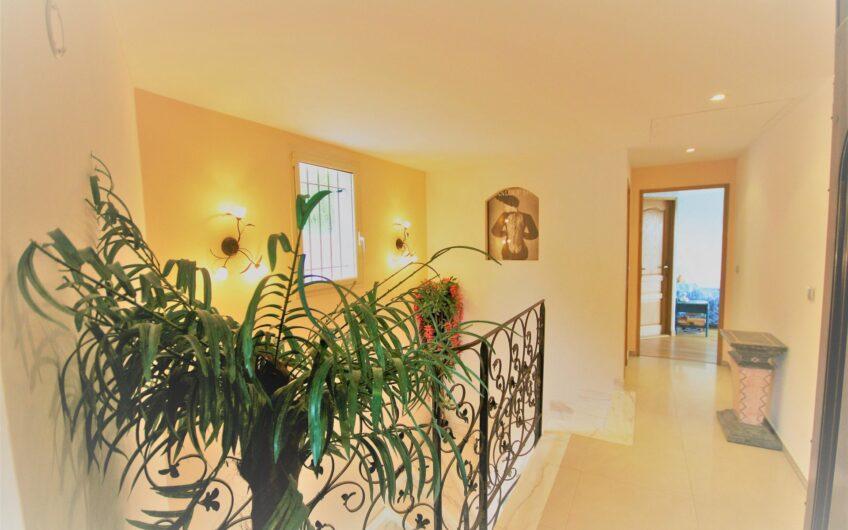 Superbe villa néo provençale avec vue panoramique mer et collines – Mandelieu-la-Napoule