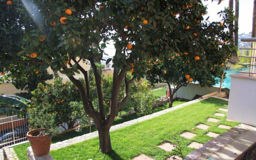 Magnifique villa sur toit avec grande terrasse et vue mer – Menton Garavan