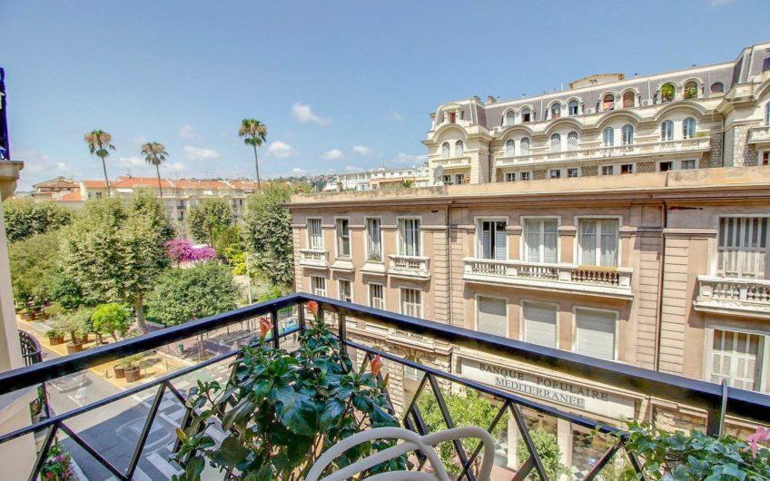 Moderne 3P avec 2 balcons – Nice Carré d'Or
