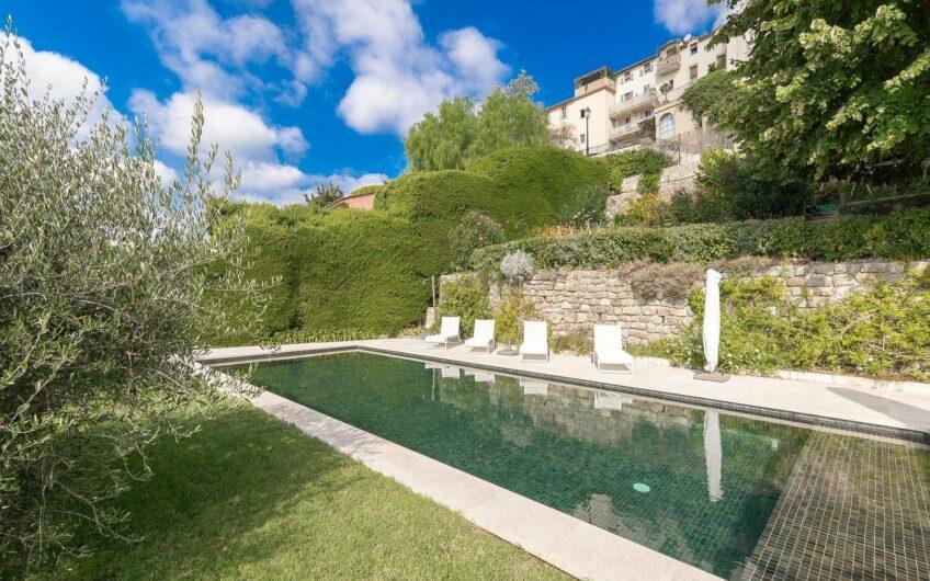 Magnifique demeure architecturale avec maison d'hôtes, piscine et vue sur la mer – Chateauneuf