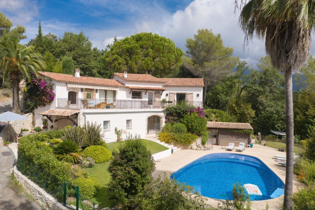 villa property with pool for sale in south of france