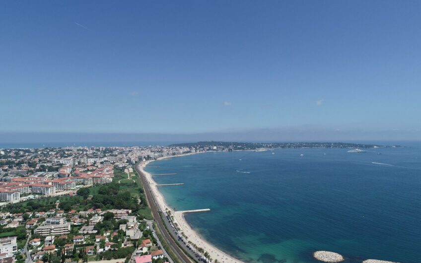 Appartement à 100 m de la mer avec piscine et  parking – Golf Juan