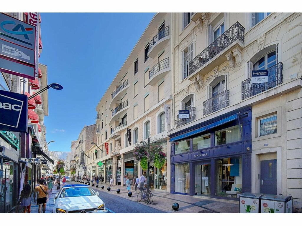 apartment in center cannes for sale