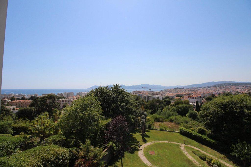 view of garden in cannes apartment californie