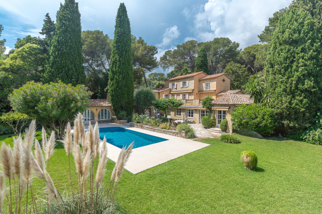 house for sale in south france with private pool and large european garden