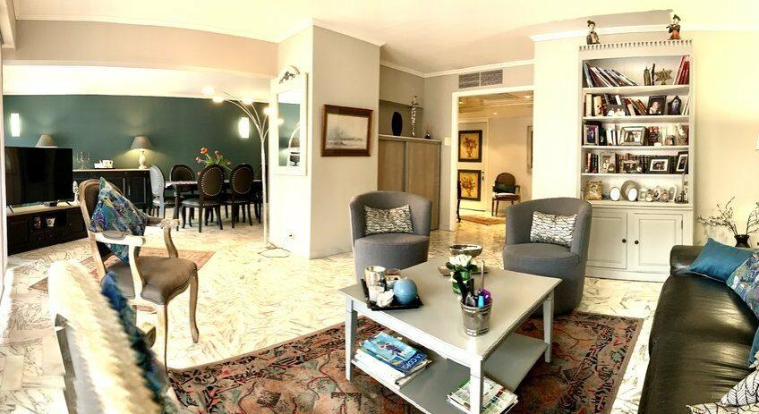 Exceptionnel 4/5 pièces d'angle en étage élevé avec terrasse, cave et garage – Cannes