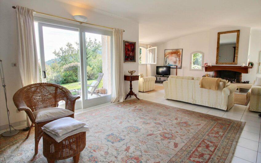 Villa avec vue panoramique et piscine – Seillans