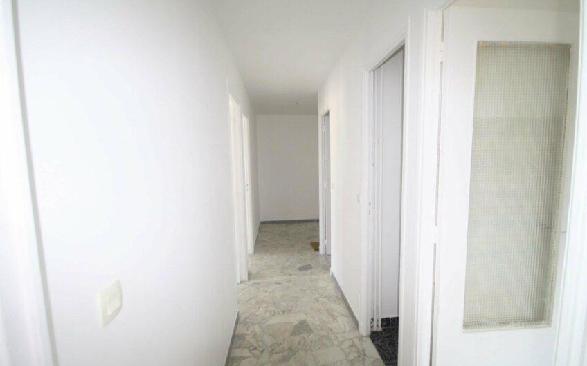 Appartement trois pièces centre urbain – Le Cannet