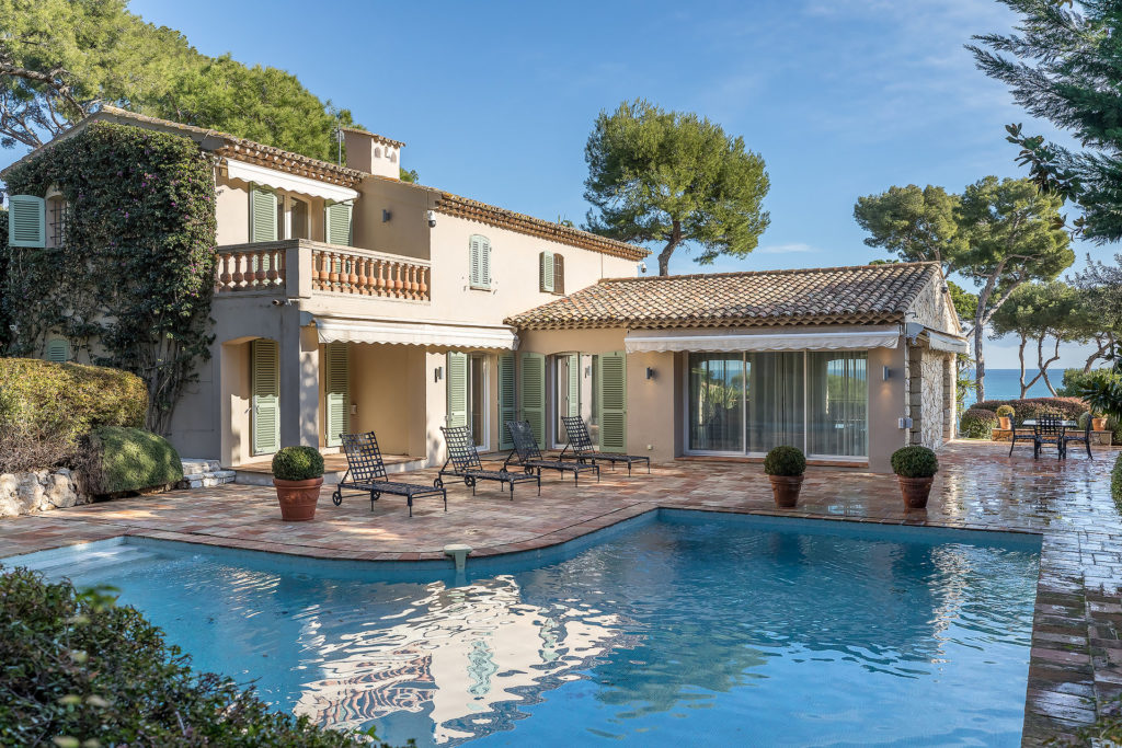 property for sale in Antibes with pool