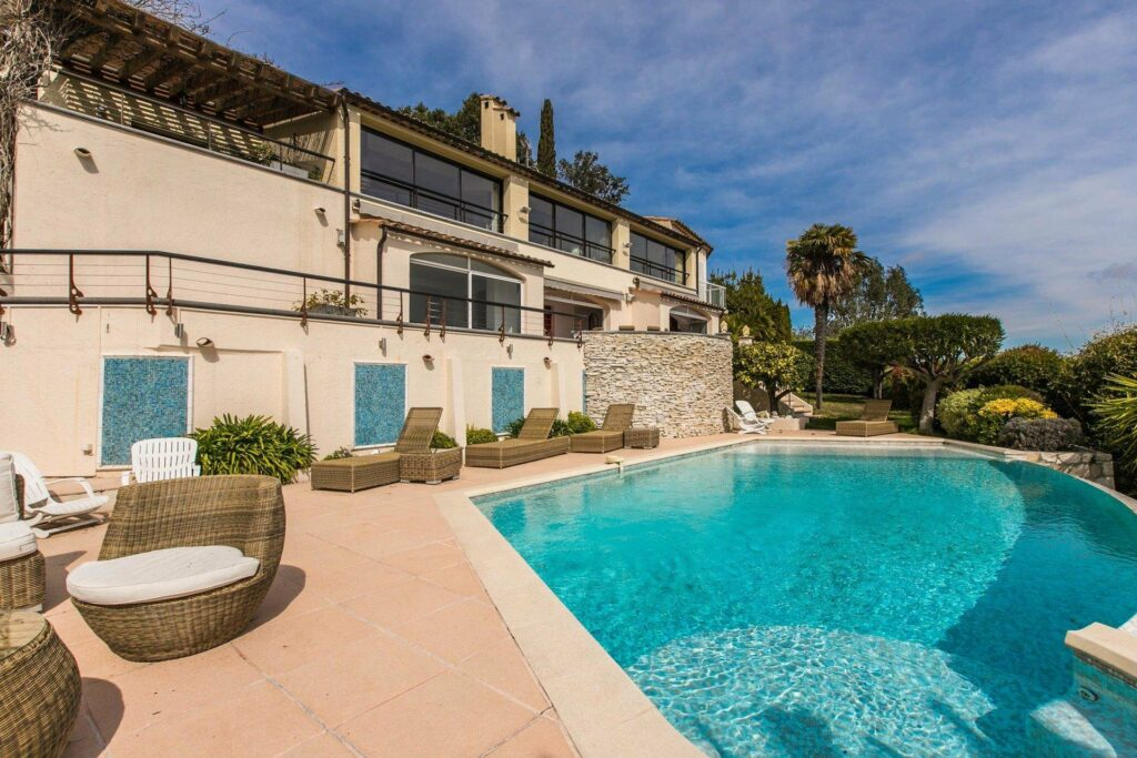 infinity pool at holiday home in south france large property with two floor house