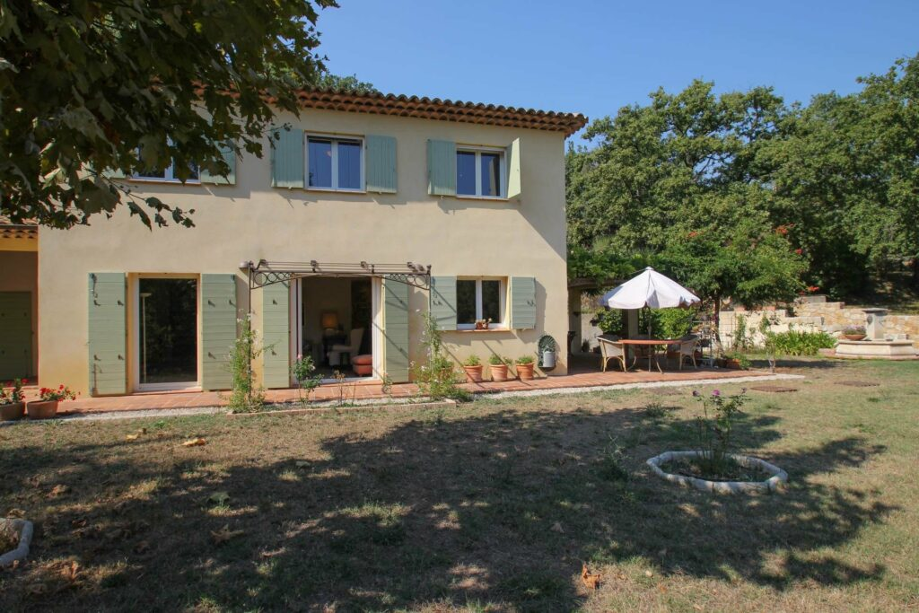 two floor villa with large garden and private pool