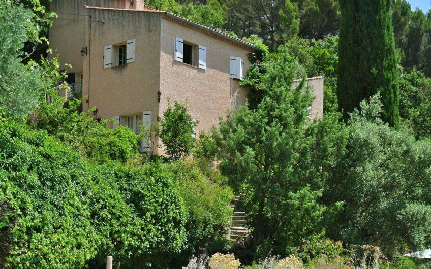 Romslig villa med fantastisk utsikt – Draguignan