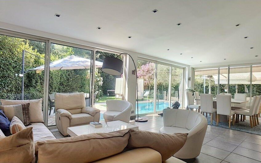 Individual house with swimming pool and garden – Cannes Montrose