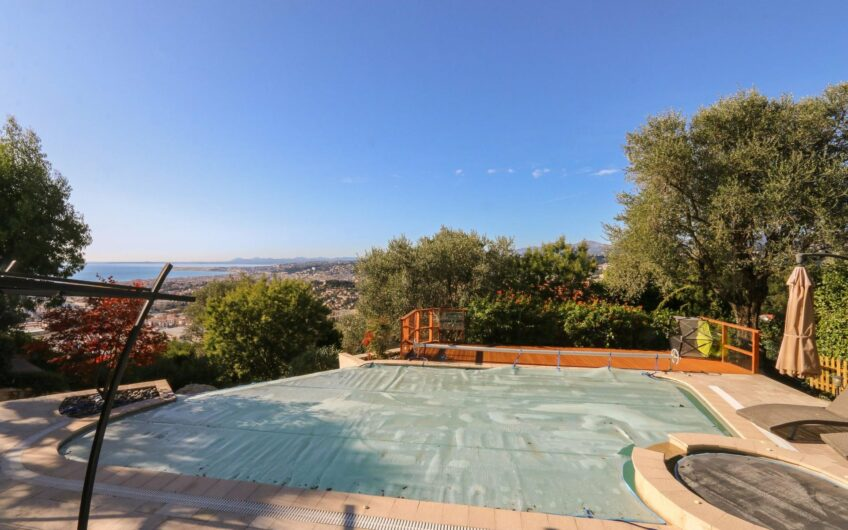 Property with pool and sea view – Nice Vinaigrier