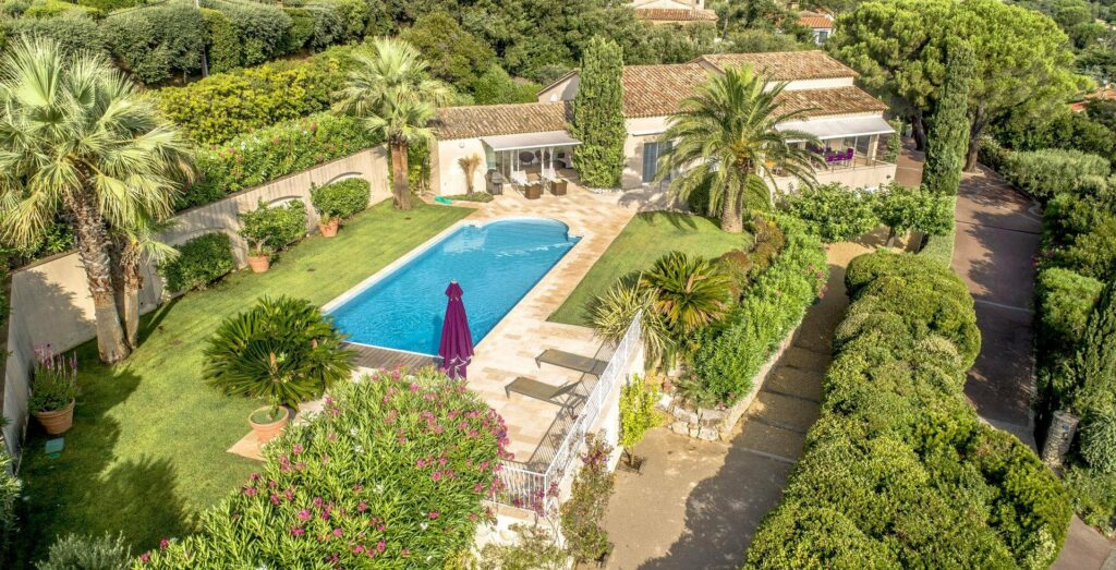 villa with garden and pool for sale in south france