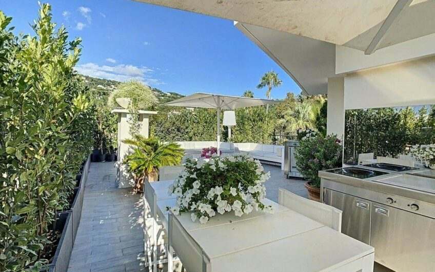 Villa on the roof with large terrace on one level in quiet area with garage – Cannes Montrose