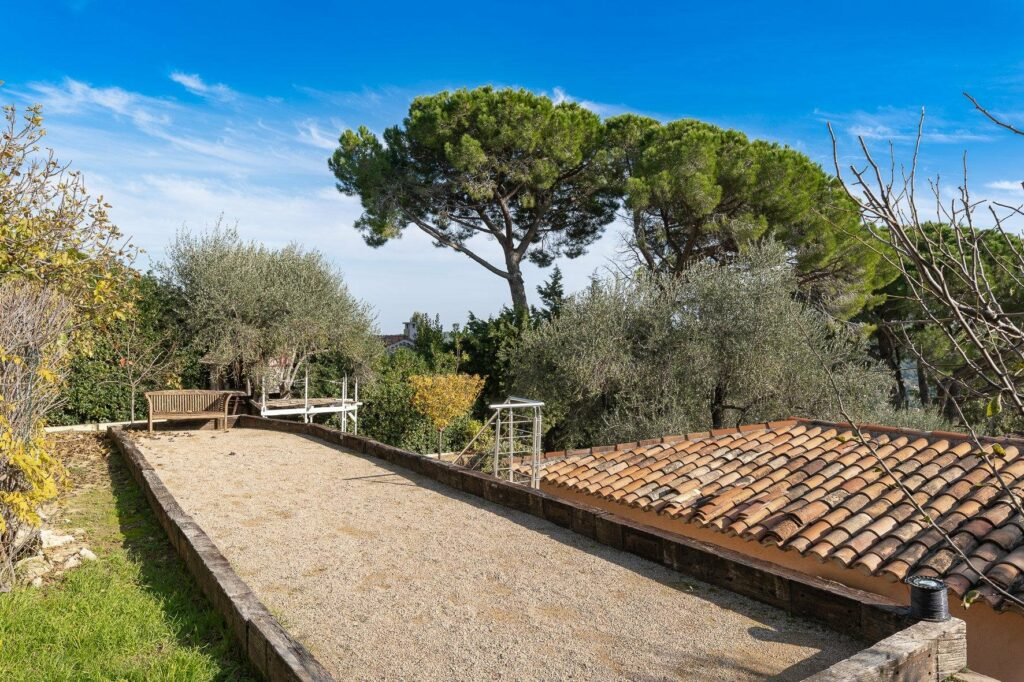 backyard with trees in mougins villa