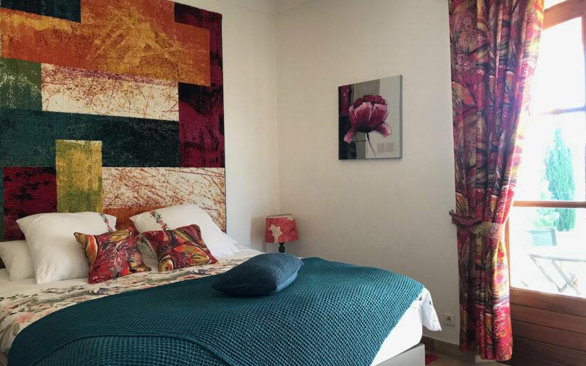 Roquebrune-s-Argens, romslig frittliggende villa med lokket til et provençalsk slott!