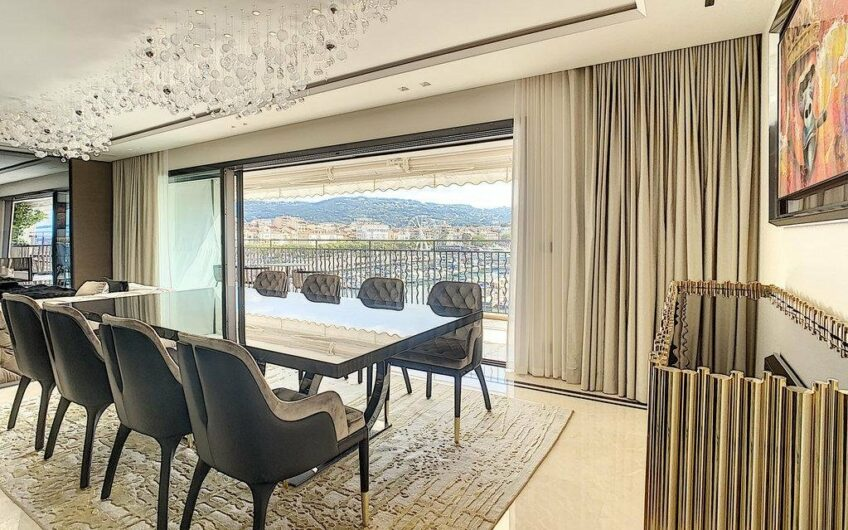 Penthouse with 4 bedrooms and panoramic sea view – Cannes Old Port
