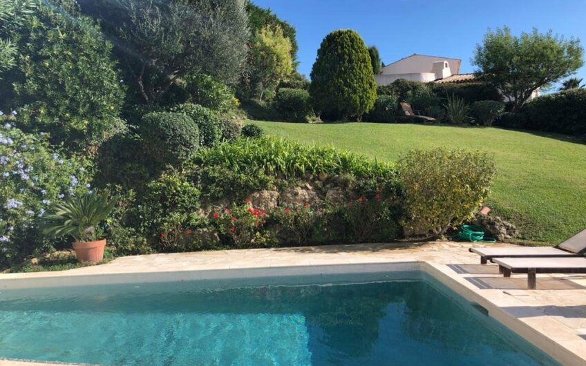 "Magnificent villa located in the very prestigious domain of ""Castellaras-le-Neuf"". Mouans Sartoux"