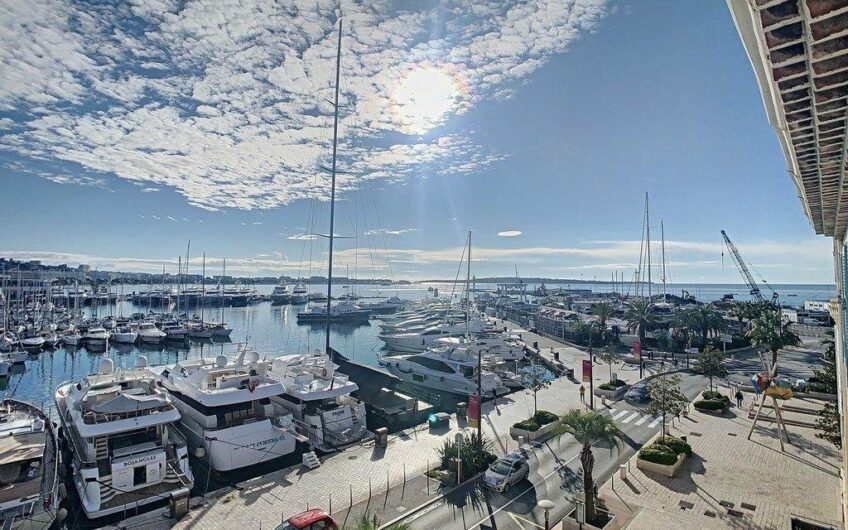 Very nice apartment on the top floor with sea view – Cannes Old Port