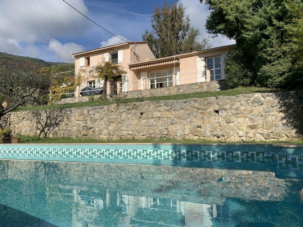villa with pool for sale in the south of france