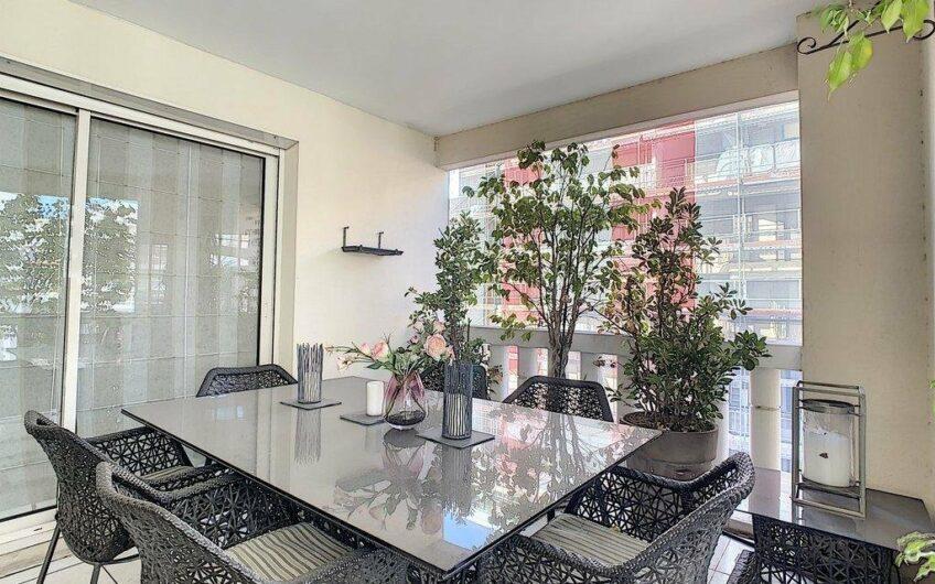 Appartement de 4 pièces avec terrasse apercu mer et garage – Cannes Banane