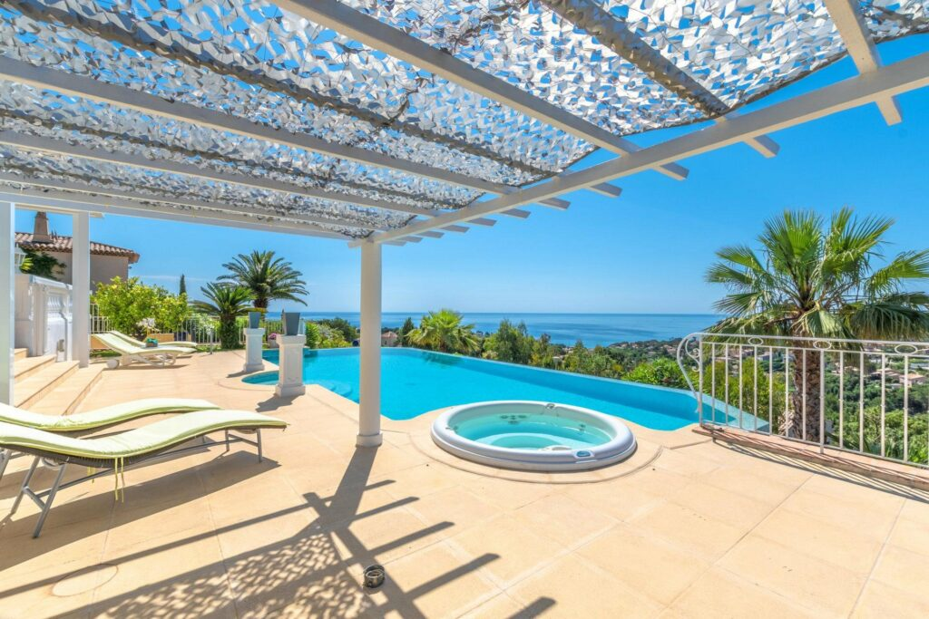 villa with sea view and pool for sale in south france